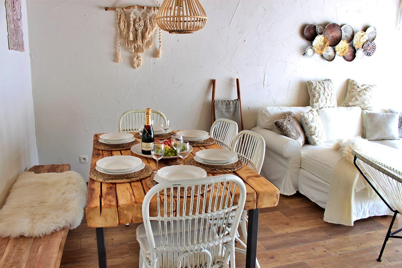 Interiér chata 1 jedálenský stôl